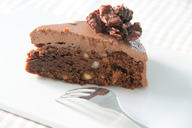 Tripple-Chocolat-Macadamia-Chrunch-Cake