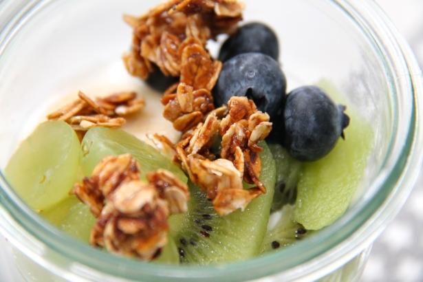 CosyDay: QUark mit Früchten und karamellisierten Haferflocken